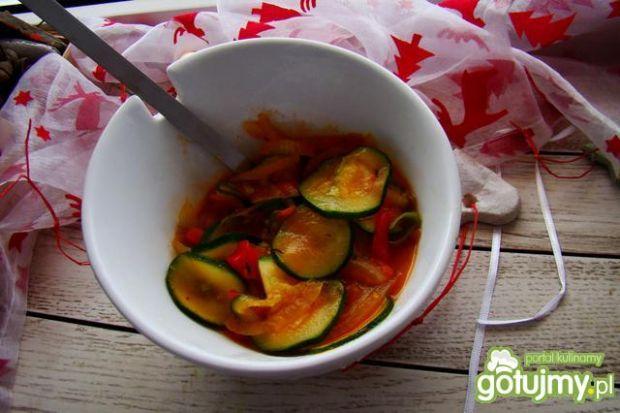 Duszona cukinia  w cebuli  i pomidorach