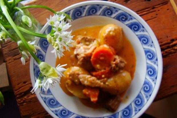 Duszona karkówka z ziemniakami i marchewką