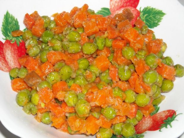 Duszona marchewka z groszkiem