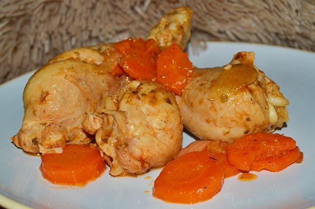Duszone pałki z kurczaka z marchewką