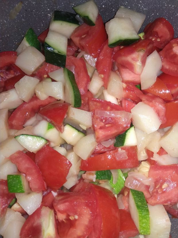 Duszone warzywa z ciecierzycą