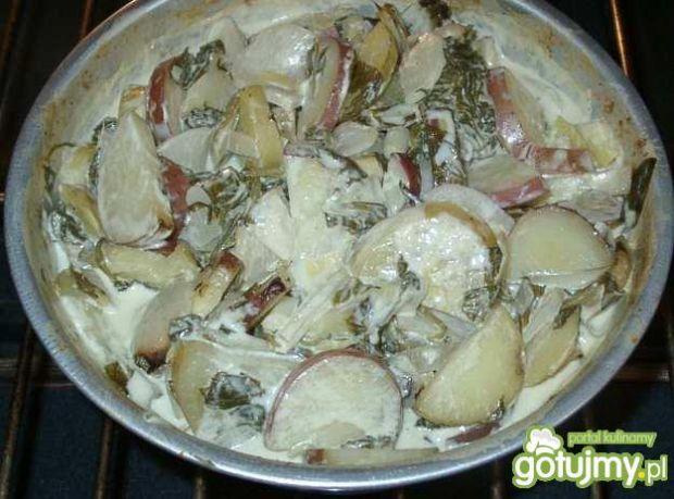 Dwa ziemniaki i karczoch ze szpinakiem