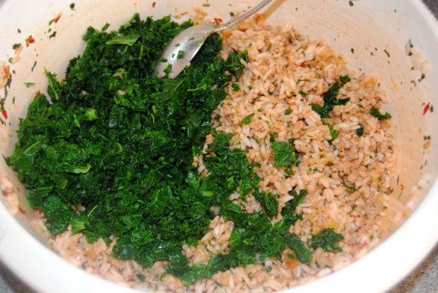 Dynia faszerowana ryżem, jarmużem i mięsem mielony
