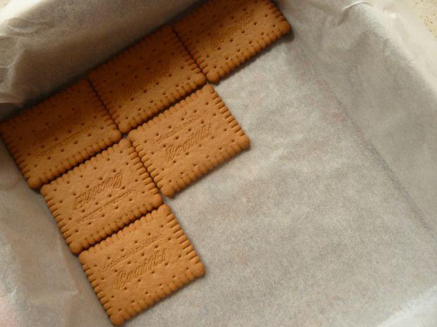 Dyniowe ciasto bez pieczenia na herbatnikach