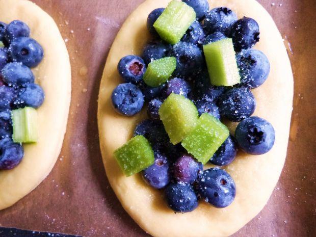 Dyniowe drożdżówki z owocami