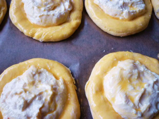Dyniowe drożdżówki z serem