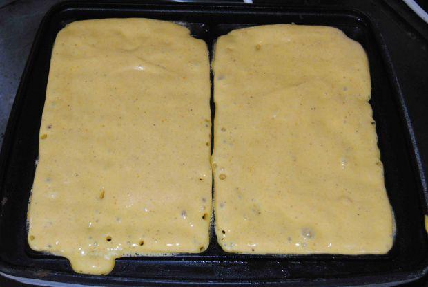 Dyniowe gofry w sosie śliwkowym