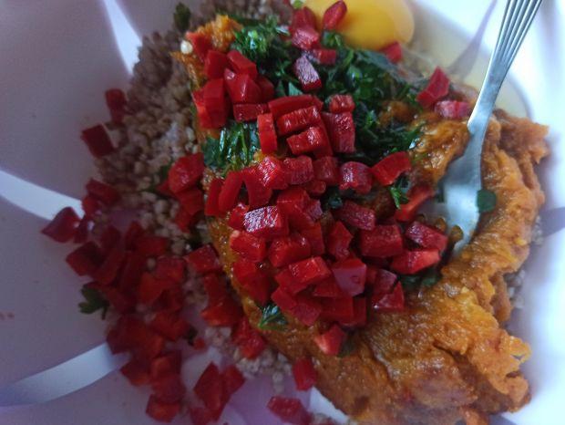 Dyniowe kotleciki z kaszą i warzywami