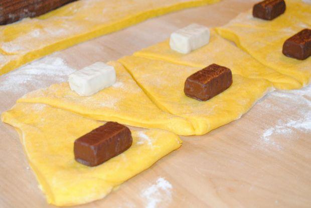 Dyniowe rogaliki z cukierkami