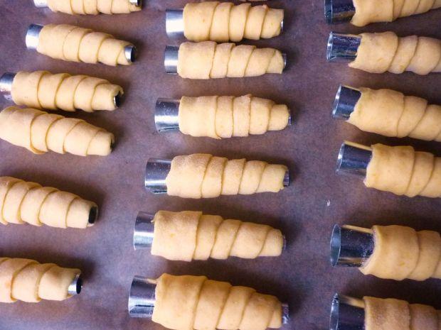 Dyniowe rurki z orzechowym kremem