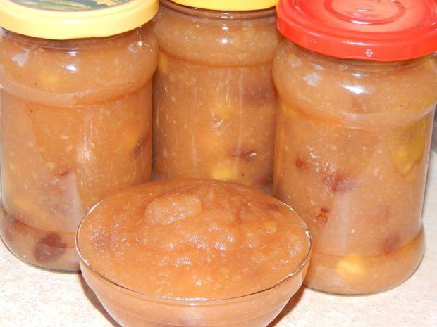Dżem jabłkowy z ananasem, rodzynkami i rumem
