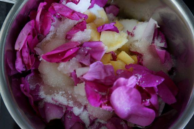 Dżem jabłkowy z płatkami róży