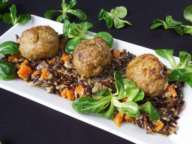 Dziki ryż z bazyliowym pesto i kuleczkami mięsnymi