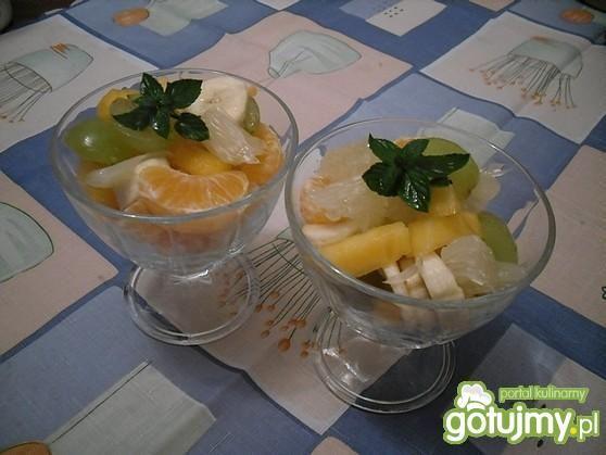 Egzotyczna sałatka ze świeżych owoców