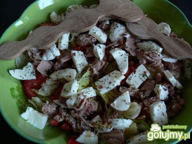 Ekspresowa sałatka z tuńczykiem
