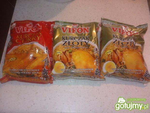 Ekspresowa sałatka z zupek Vifon