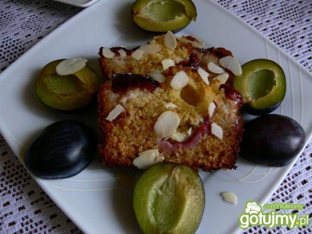 Expresowe ciasto śliwkowe z migdałami