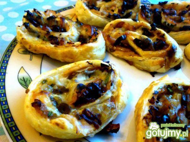Fantastyczne mini-pizze ślimaki z ciasta
