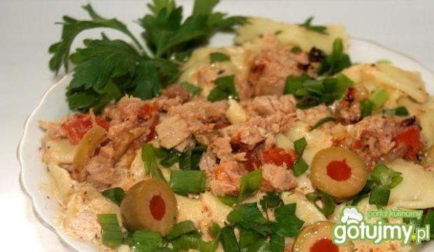 Farfale z tuńczykiem w pomidorach