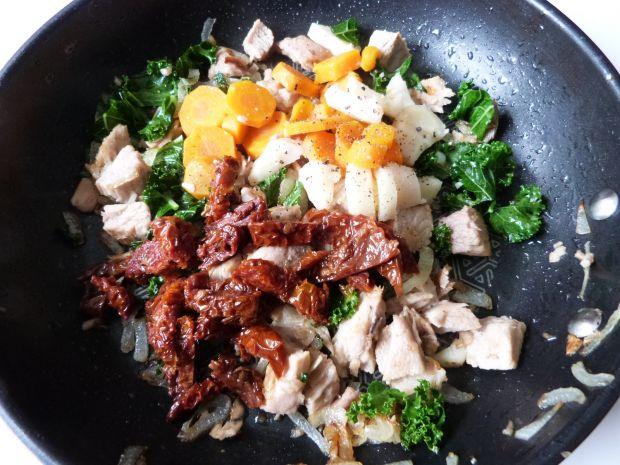 Farfalle z mięsem i warzywami