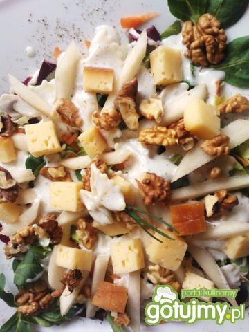 Farfalle z serem, orzechami i gruszką