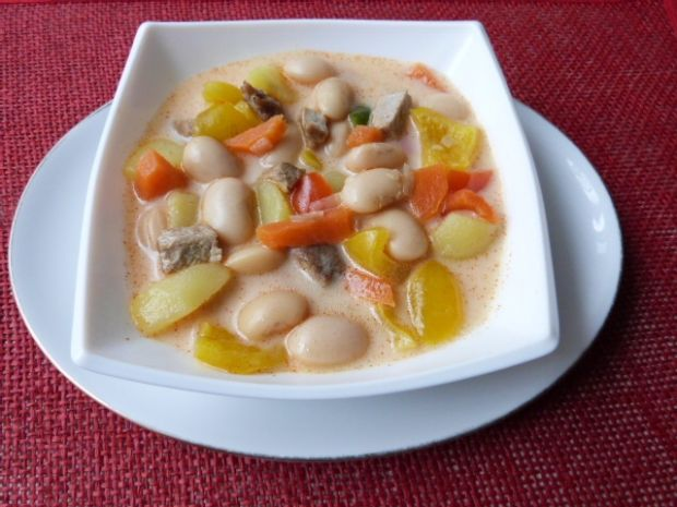Fasola z mięsem i warzywami
