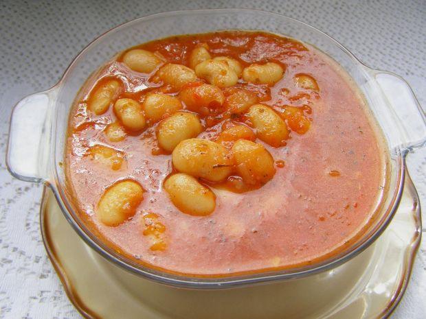 Fasolka jaś w sosie pomidorowym, prosta i smaczna