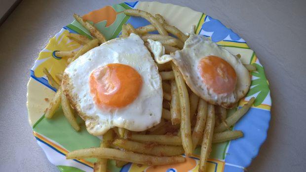 Fasolka szparagowa z bułką i jajkiem sadzonym
