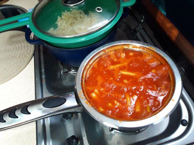 Fasolka szparagowa z kiełbaską i makaronem