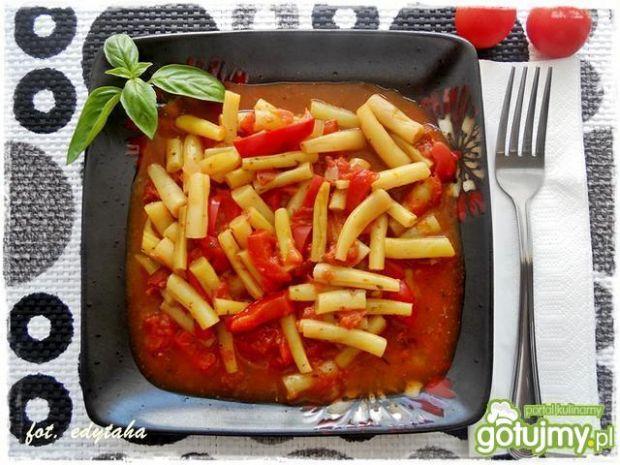 Fasolka szparagowa z papryką i pomidoram