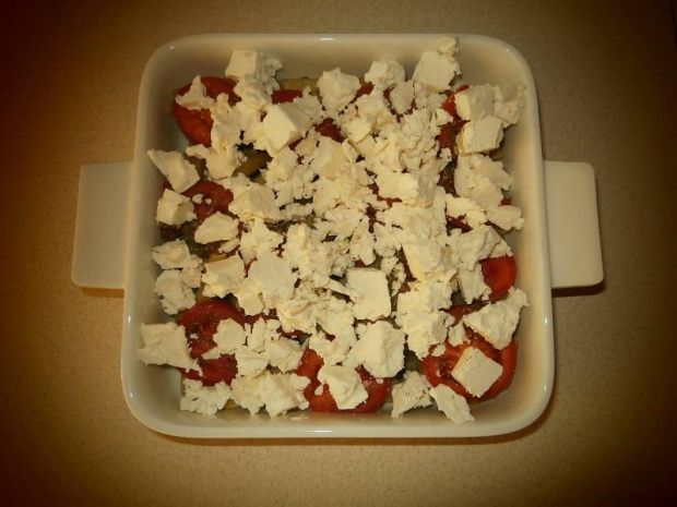 Fasolka szparagowa z pomidorami,fetą i sezamem