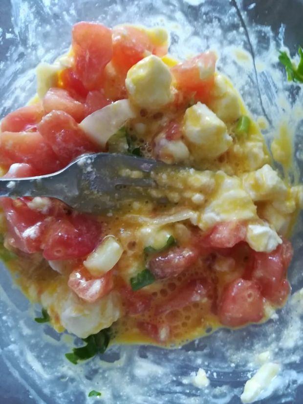 Faszerowana cukinia pomidorem,serem feta i jajkami