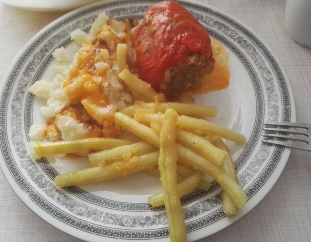 Faszerowana papryka w sosie pomidorowym