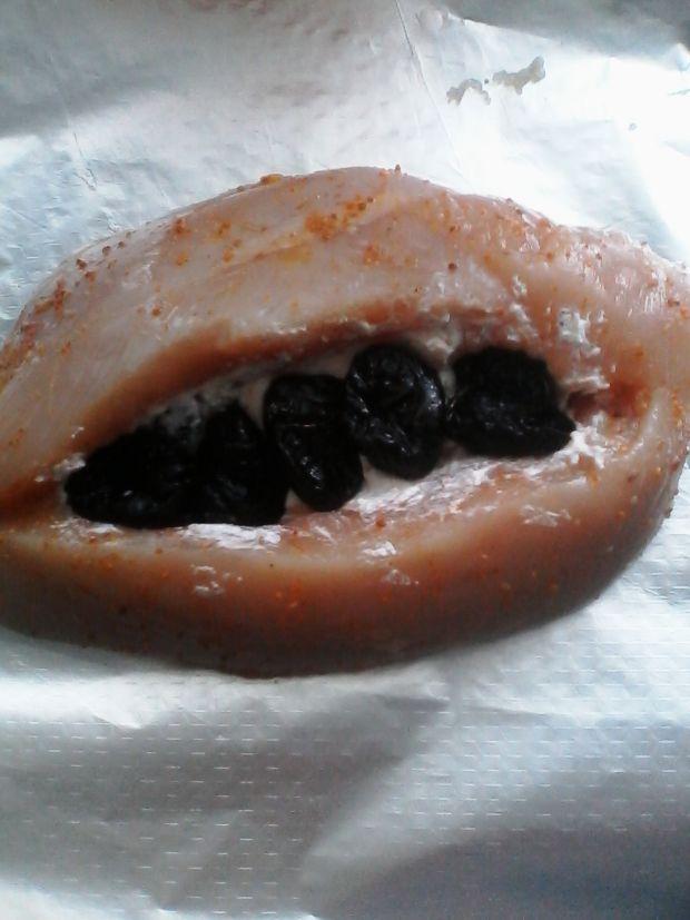 Faszerowana pierś z żurawiną i suszonymi śliwkami