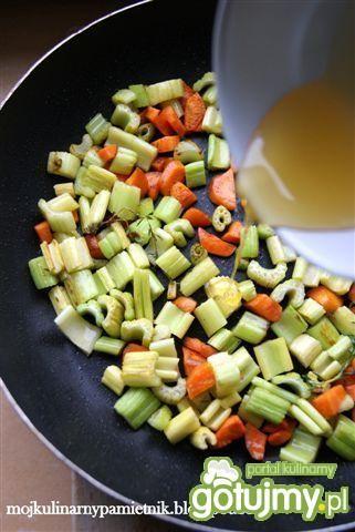 Faszerowana warzywami kaczka