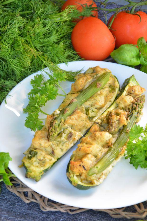 Faszerowane cukinie kurczakiem ze szparagami