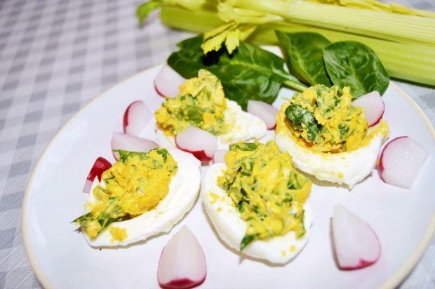 Faszerowane jajka ze szpinakiem i selerem naciowym