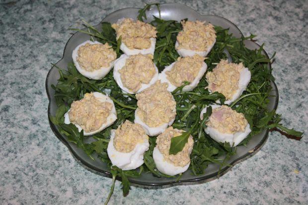 Faszerowane tuńczykiem jajka