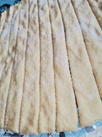 Faworki drożdżowe z dodatkiem ziemniaków