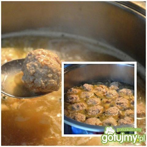 Fettuccine z sosem i pulpecikami