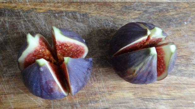Figi pieczone z boczkiem i serem pleśniowym