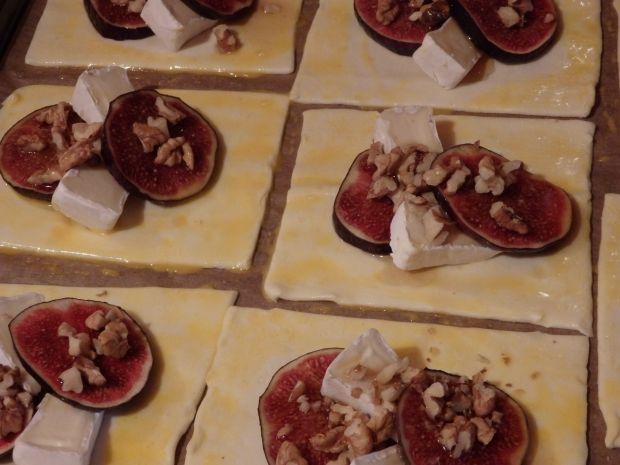 Figi z miodem i orzechami zapiekane na cieście