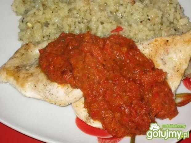 Filet drobiowy z paprykowym sosem