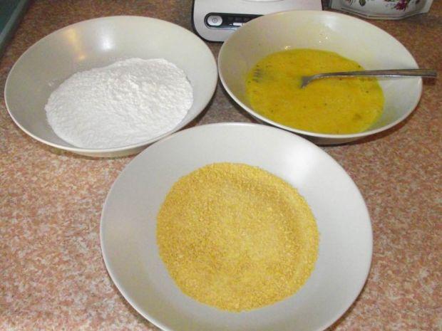 Filet w płatkach kukurydzianych z sosem curry