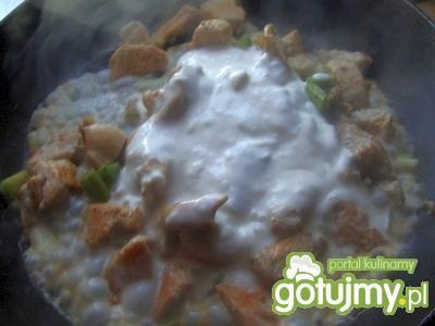 Filet w sosie z rabarbarem