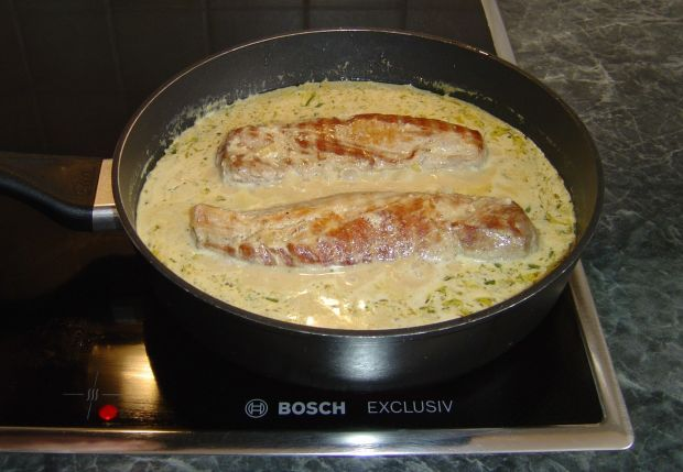 Filet wieprzowy w sosie śmietanowo - musztardowym