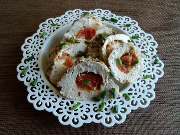 Filet z kurczaka faszerowany serem i pomidorkami