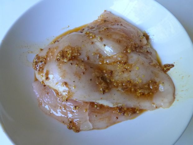 Filet z kurczaka w słodko-pikantnej marynacie