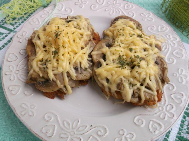 Filet z kurczaka zapiekany z pieczarkami i serem
