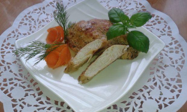 Filet z marynaty ziołowo - czosnkowej.